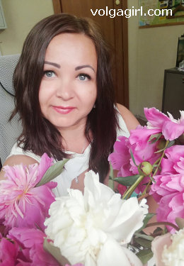 Alesya is a 40 year old Russian girl who has registered with mail order bride agency A Volga Girl in the hopes of receiving email correspondence from you.