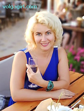 Elena is a 42 year old Russian girl who has registered with mail order bride agency A Volga Girl in the hopes of receiving email correspondence from you.