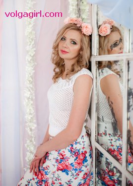 Elena is a 30 year old Russian girl who has registered with mail order bride agency A Volga Girl in the hopes of receiving email correspondence from you.