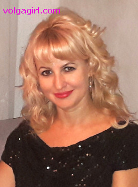 Oksana is a 42 year old Russian girl who has registered with mail order bride agency A Volga Girl in the hopes of receiving email correspondence from you.