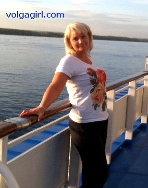 Yulia  is a 45 year old Russian girl who has registered with mail order bride agency A Volga Girl in the hopes of receiving email correspondence from you.