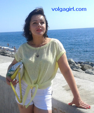 Svetlana is a 48 year old Russian girl who has registered with mail order bride agency A Volga Girl in the hopes of receiving email correspondence from you.
